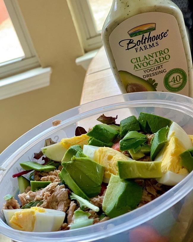 Julia hạn chế tối đa tinh bột, đường trong thực đơn ăn uống hàng ngày và thay thế bằng rau xanh, protein, chất béo tốt.