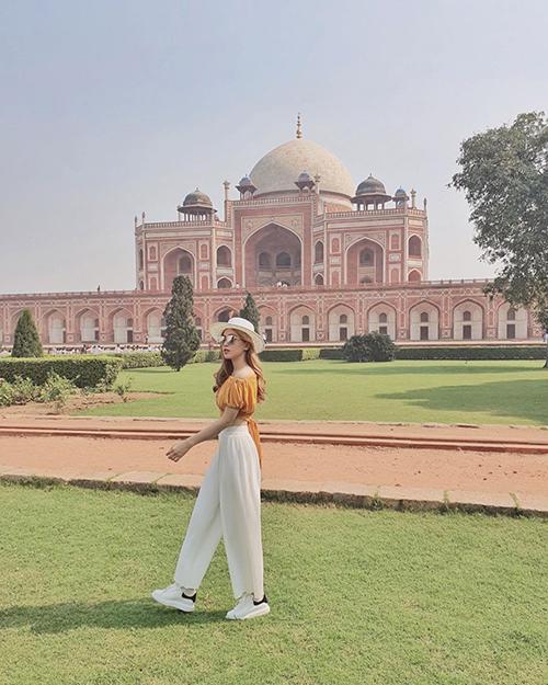 Á hậu Phương Nga chia sẻ về chuyến du lịch khám phá đất nước Ấn Độ: Không có đủ thời gian nên lỡ mất Đền Taj Mahal, nhưng bù vào đó lại được đi thăm lăng mộ Humayun - một công trình kiến trúc được xây trước Taj Mahal tận 85 năm. Vô cùng đẹp và ấn tượng, xứng danh một trong 10 lăng mộ đẹp nhất thế giới.