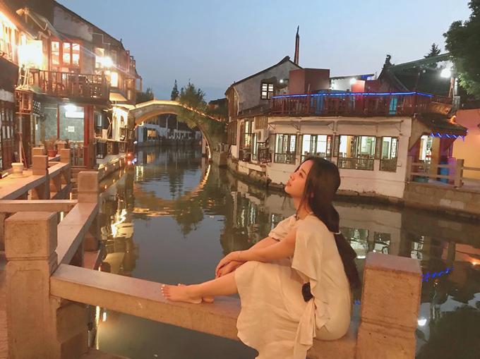 Chu Gia Giác được ví như Venice phương Đông, là mộtthị trấn nhỏ có hình dáng như chiếc quạt gấp, được xây dựng cách đây1.700 năm. Khác với phần lớn các thủy trấn ở vùng Giang Nam xưa chỉ được bao quanh bởi các kênh đào nhỏ, Chu Gia Giác nằm trên dòng sông Tào Cảng kéo dài qua 9 con phố. Thị trấn có tới hàng nghìn ngôi nhà được xây dựng từ thời Minh - Thanh và được bảo tồn phục vụ du lịch.