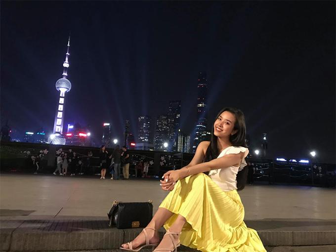 Từ trước khi đạt danh hiệu Á hậu Việt Nam 2018, Thúy An đã rất đam mê du lịch, luôn bắt kịp xu hướng, check in kịp thời ở những địa danh đang hot. Thời gian gần đây, dù bận rộn với lịch làm việc và chuẩn bị cho cuộc thi Miss Intercontinental 2019, nàng Á hậu vẫn dành thời gian cho chuyến du lịch Trung Quốc - một trong những địa điểm yêu thích của mình.