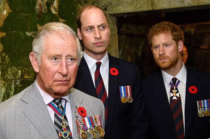 Thái tử Charles, Hoàng tử William và Hoàng tử Harry trong một sự kiện vào năm 2017. Ảnh: AP.