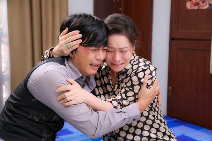 Nhật Kim Anh và Quốc Huy khóc nức nở trong cảnh mẹ con đoàn tụ.