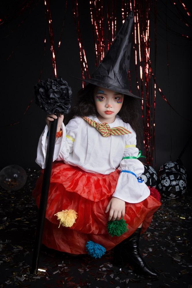 Người mẫu 6 tuổi tạo dáng trong bộ ảnh.