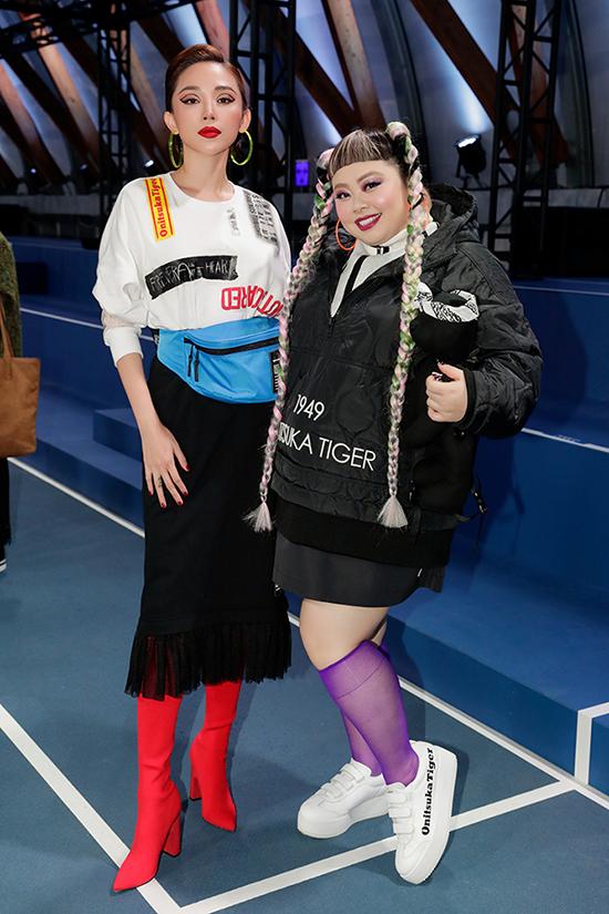 Tóc Tiên đã gặp gỡ Naomi Watanabe - diễn viên, nghệ sĩ hài người Nhật Bản được mệnh danh là nữ hoàng Instagram với gần 9 triệu followers. Vào năm 2018, cô được tạp chí Time vinh danh trong danh sách 25 người có sức ảnh hưởng nhất trên Internet.