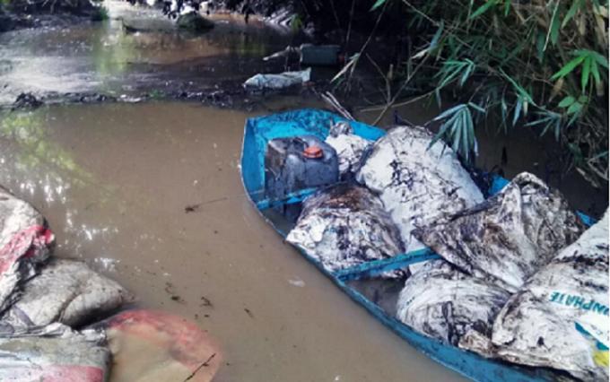 Hai tuần sau sự cố nước nhiễm dầu, công ty nước sạch sông Đà lên tiếng xin lỗi người dân. Ảnh người dân cung cấp