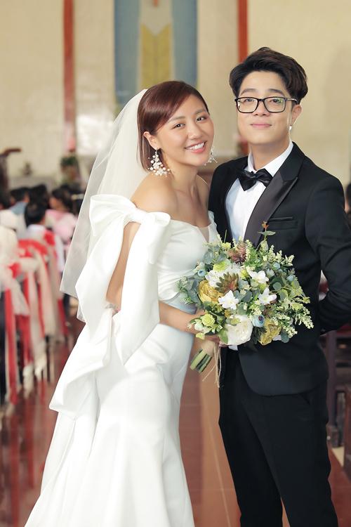 Trong MV Nghe nói anh sắp kết hôn ra mắt ngày 24/10, Văn Mai Hương có cơ hội hóa thân thành cô dâu lần nữa sau ca khúc Cầu hôn.