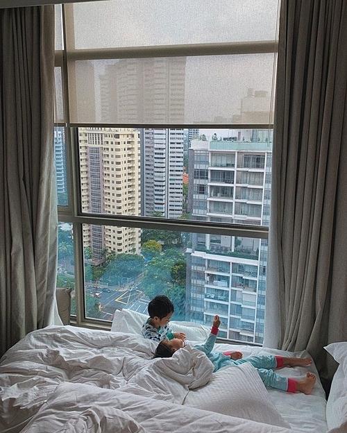 Nữ diễn viên sinhhai con. Con trai đầu lòng của cô - Riki (tên thật là Richard Nguyễn) - được bốn tuổi.Con gái cô tên Chloe Nguyễn, được hơn hai tuổi.