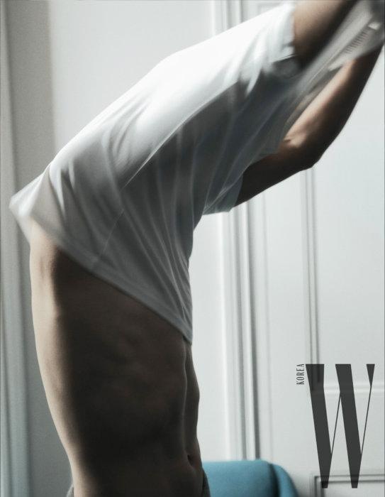 Hôm 24/10, tạp chí W tiếp tục tung ra loạt ảnh đăng trên ấn phẩm tháng 11
