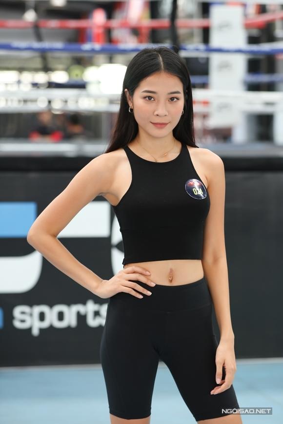 Người mẫu Kiều Diễm - người đóng vai kẻ thứ ba trong MV Anh đang ở đâu đấy anh của Hương Giang có mặt ở buổi casting từ sớm.