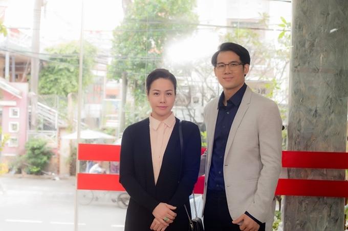 Nhật Kim Anh và Thanh Thức quay chung ở bệnh viện.