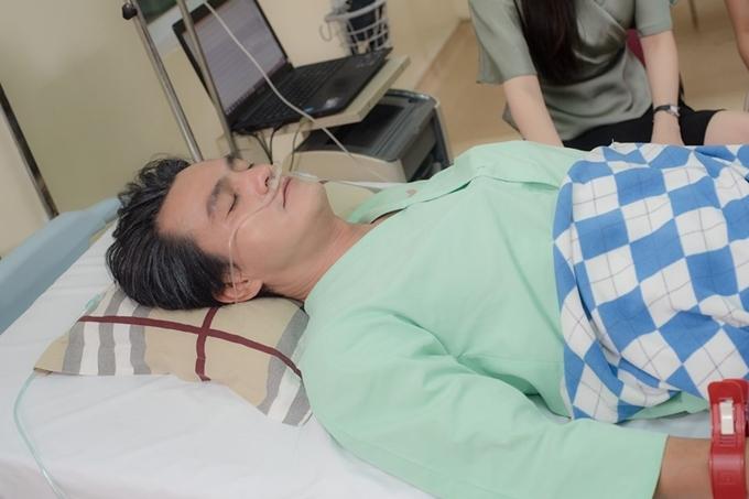 Cao Minh Đạt trong một cảnh quay nhập viện.