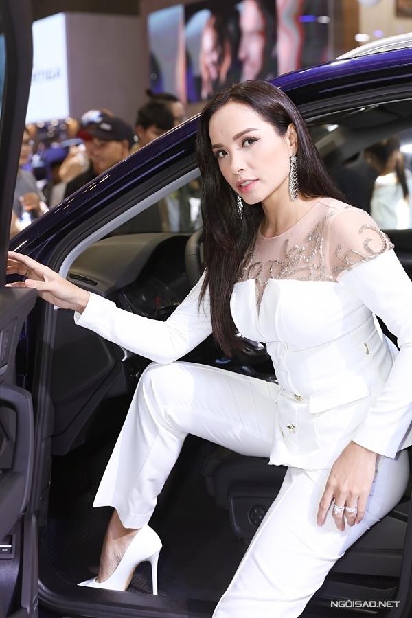 Ở tuổi ngoài 40, Thuý Hạnh vẫn sở hữu vẻ ngoài cuốn hút.