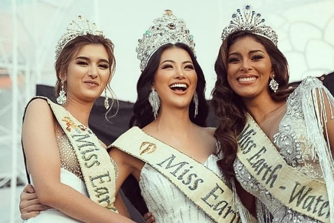 Cô hội ngộ hai Á hậu Miss Eath 2018: Melanie Mader (Áo - trái) và Valeria Ayos (Colombia).