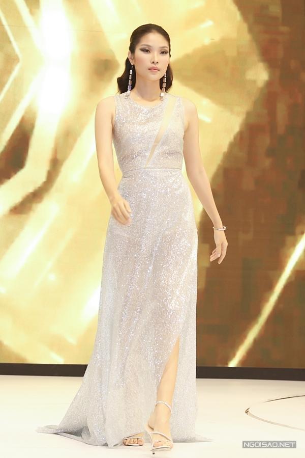 Á hậu 2 Hoa hậu Siêu quốc gia 2018 - Bella Hoàng Vũ.