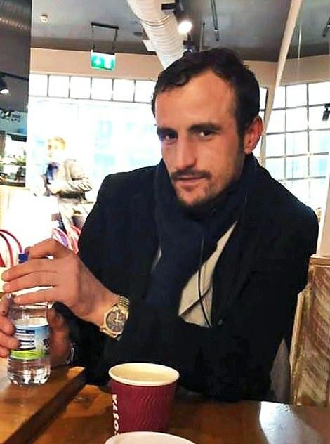 Kastrijot Ahmati đăng hình mình lên Facebook Người Albani ở London.
