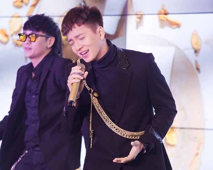 Ngô Kiến Huy hát hit Truyền thái y mừng Xuân Lan ra mắt sản phẩm mới.
