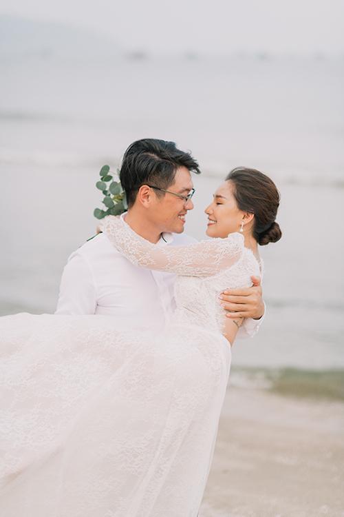Bộ ảnh cưới của Kiều Oanh - Đặng Hiếu được thực hiện ở biển Phan Thiết trong 1 ngày.