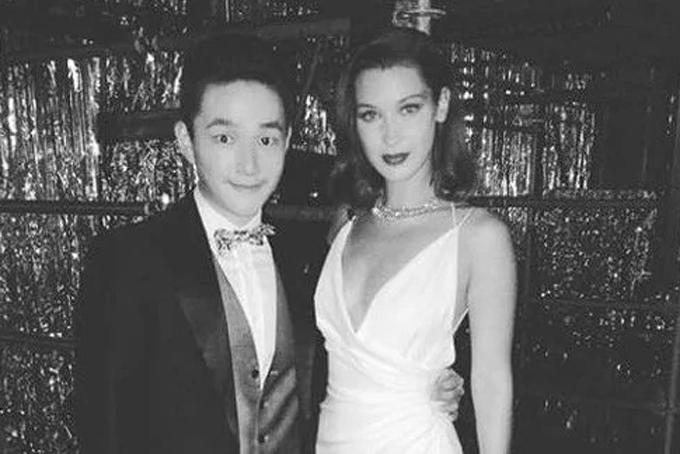 Trên Instagram của mình, Eric thường xuyên chia sẻ những bức ảnh chụp cùng các ca sĩ và người mẫuđình đám nhưRihanna, Bella Hadid tại các bữa tiệc xa hoa. Ảnh: Instagram.