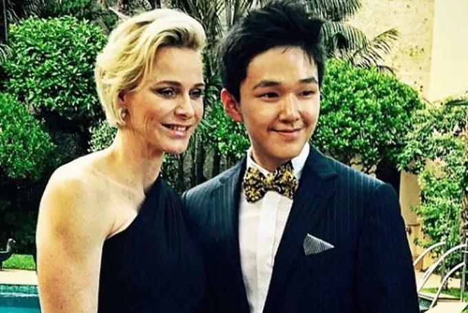 Eric Tse cũng có mối quan hệ với quý tộc thế giới. Trong ảnh anh chụp hình cùng Công chúa Charlene của Monaco tại một bữa tiệc ở New York. Ảnh: Instagram.