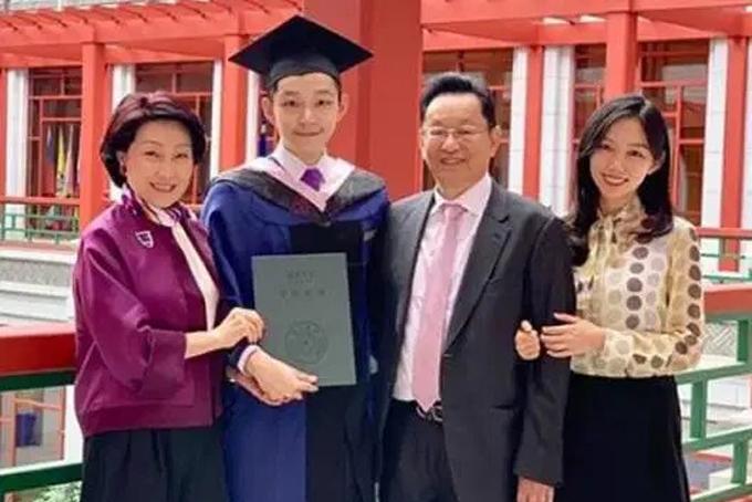 Eric Tse sinh ra ở Seatle (Mỹ) nhưng học tiểu học ở Bắc Kinh và trung học Hong Kong (Trung Quốc). Năm 2014, thiếu gia Hong Kong này đăng ký học ngành Tài chính tại Trường Wharton thuộc Đại học Pennsylvania (Mỹ), một trong những trường kinh doanh hàng đầu thế giới. Ngay trong năm học đầu tiên, Eric lên kế hoạch cho hội nghị Penn Wharton Trung Quốc với sự tham gia của lãnh đạo các doanh nghiệp hàng đầu ở Trung Quốc và 1.500 sinh viên từ 85 quốc gia. Hội nghị này diễn ra vào tháng 1 năm ngoái và đã gây được tiếng vang lớn trong cộng đồng sinh viên thế giới. Ảnh: Instagram.
