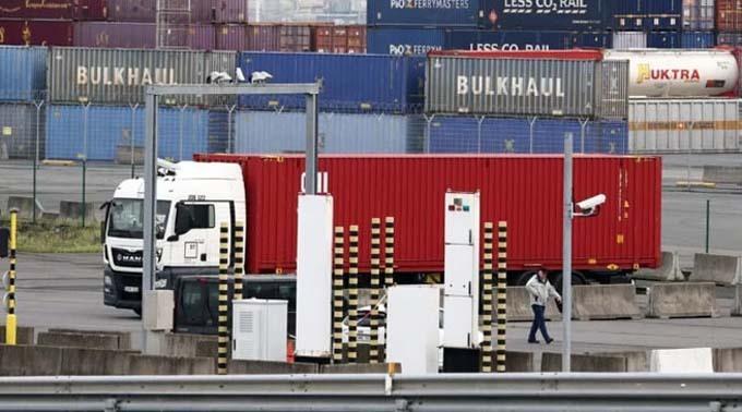 Chiếc container chở 38 thi thể nhập cư bất hợp pháp do Mo Robinson làm tài xế. Ảnh: PA.