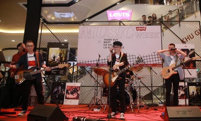 Khép lại đêm nhạc của Levi's Music Week, nhiều bạn trẻ cho biết vẫn còn dư âm cảm xúc và khoảnh khắc đáng nhớ.