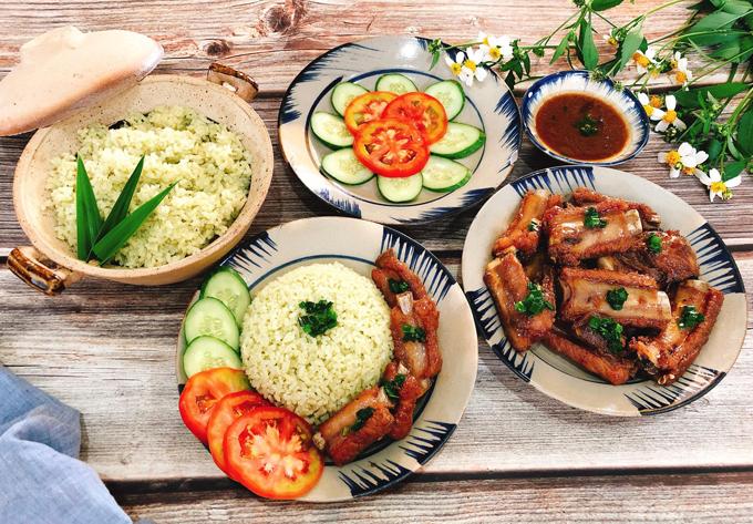Sườn rim mặn ngọt, cơm lá dứa nước dừa