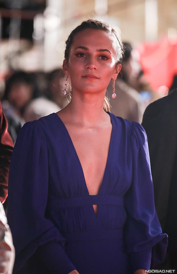 Cô gái Đan Mạch Alicia Vikander xuất hiện muộn nhất trên thảm đỏ. Cô là một trong những khách mời của LHP Tokyo lần này.