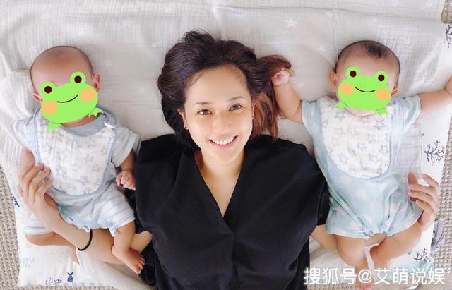 Aoi Sora và hai con trai.