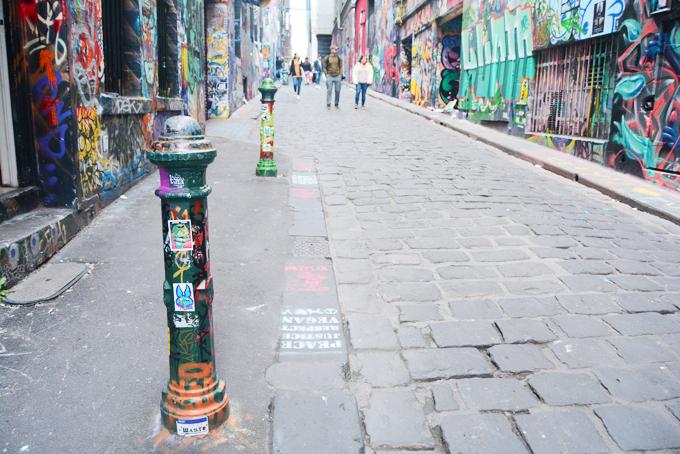 Hay những chiếc trụ sắt trên đường cũng không phải ngoại lệ. Không gian nghệ thuật ở Hosier Lane từng được nam ca sĩ Ed Sheeran chọn để tổ chức liveshow. Phần lớn các video quảng cáo du lịch Melbourne cũng nhắc tới địa chỉ đặc biệt này.