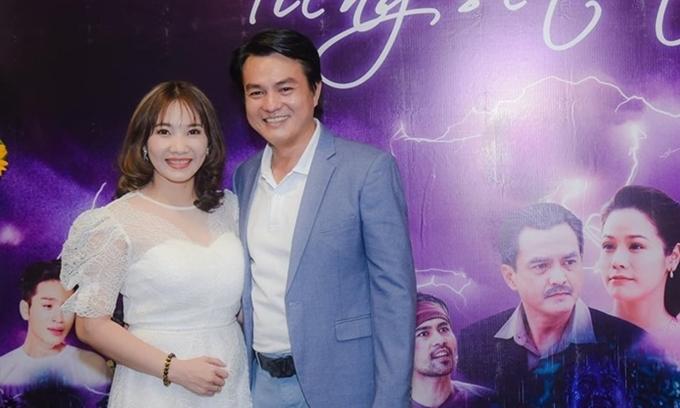 Cao Minh Đạt đưa vợ tới dự họp báo ra mắt phim Tiếng sét trong mưa hồi tháng 9.