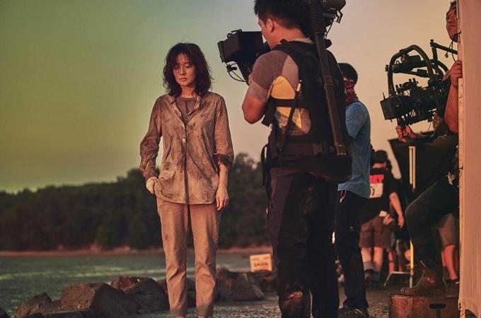 Lee Young Ae tiều tụy trên phim.