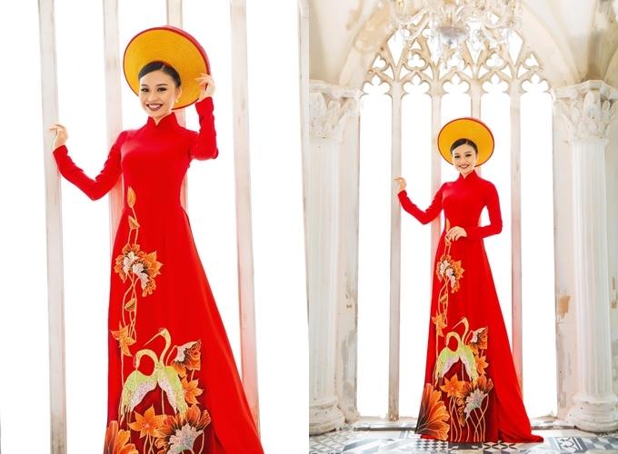 [Caption]Áo dài có giá thuê 7 triệu đồng, giá bán 14 triệu đồng. Trang phục: Áo dài Minh Châu