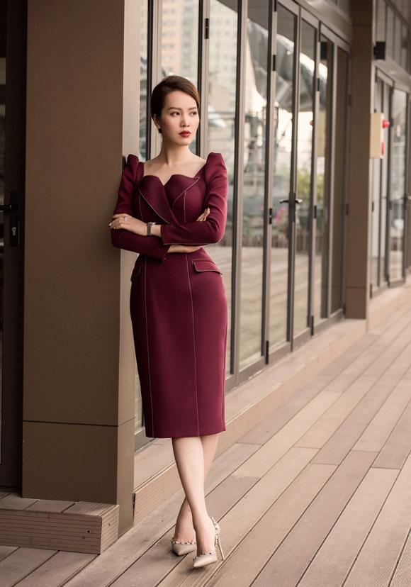 Á hậu Thụy Vân đầu tư váy áo dẫn chương trình - 3