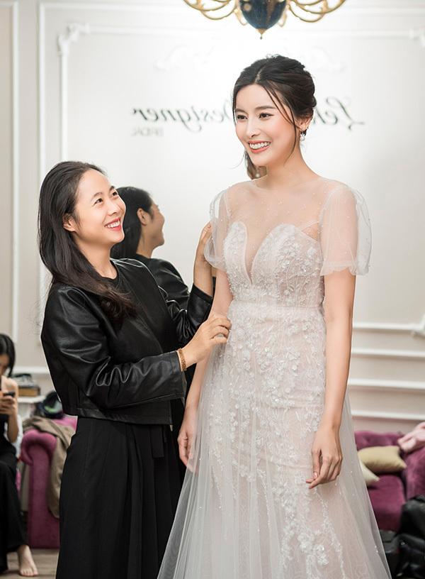 Tối 30/10, Cao Thái Hà sẽ đảm nhận vị trí mở màn trong show diễn của nhà thiết kế Lek Chi trong khuôn khổ Tuần lễ Thời trang Quốc tế Việt Nam diễn ra ở Hà Nội.