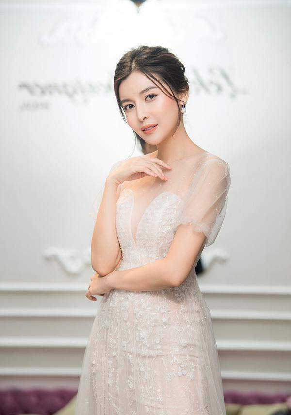 Nhiều lần mặc váy cưới chụp ảnh nhưng Cao Thái Hà vẫn chưa có kế hoạch kết hôn.