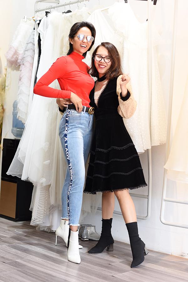 HHen Niê chia sẻ, cô rất bận rộn nhưng vẫn nhận lời trình diễn trong show diễn của Thảo Nguyễn vì có quan hệ thân thiết với nhà thiết kế từ trước khi đăng quang Hoa hậu Hoàn vũ Việt Nam 2017. Hơn nữa, cô còn hứng thú với ýnghĩa truyền cảm hứng của show diễn này.HHen Niê sẽ trình diễn cùng nhiều em bé không phải người mẫu chuyên nghiệp và có hoàn cảnh khó khăn.