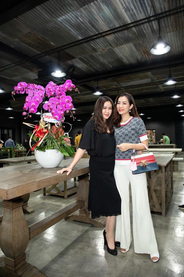 Cựu người mẫu Yến Nhi cũng là người bạn thân thiết đến chúc mừng vợ chồng Ngọc Nga.