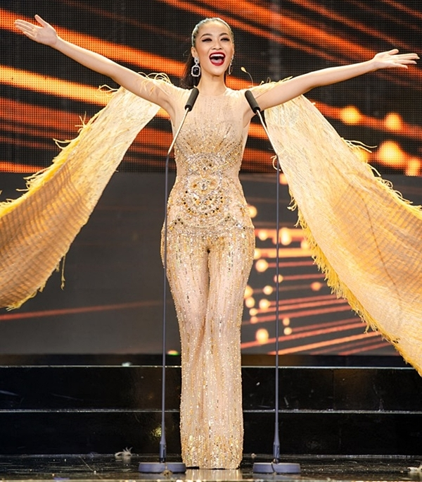 Kiều Loan trình diễn trên sân khấu Miss Grand International. Ảnh: MGI