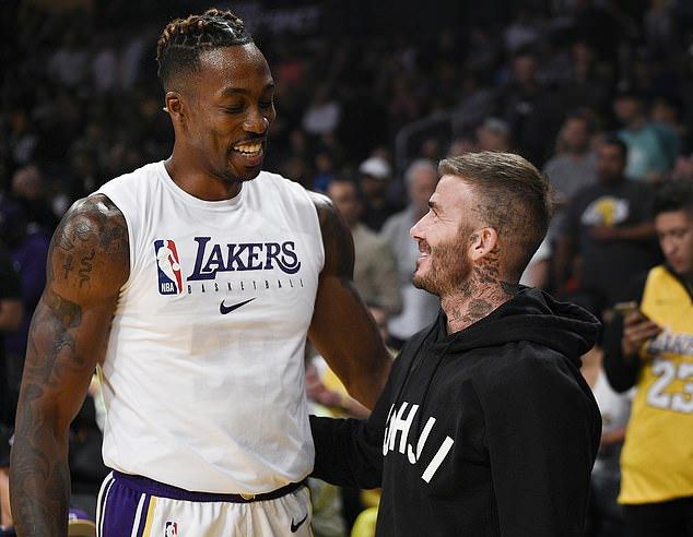 Becks nói chuyện với cầu thủ Dwight Howard của LA Lakers.