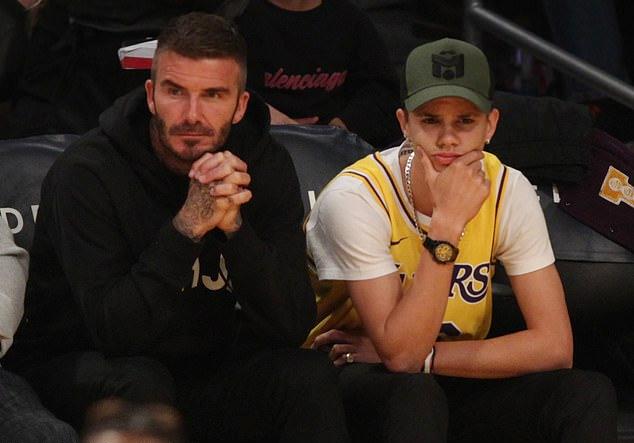 Hai bố con có lúc căng thẳng, trầm ngâm khi theo dõi trận đấu. Kết quả cuối cùng LA Lakers giành chiến thắng với tỷ số 120 - 101.