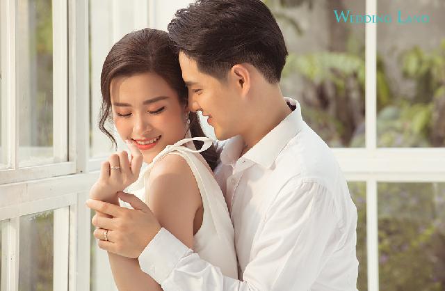 Mỗi bức ảnh đều thể hiện được sự ngọt ngào, tình cảm thắm thiết của cặp đôi nổi tiếng dành cho nhau.