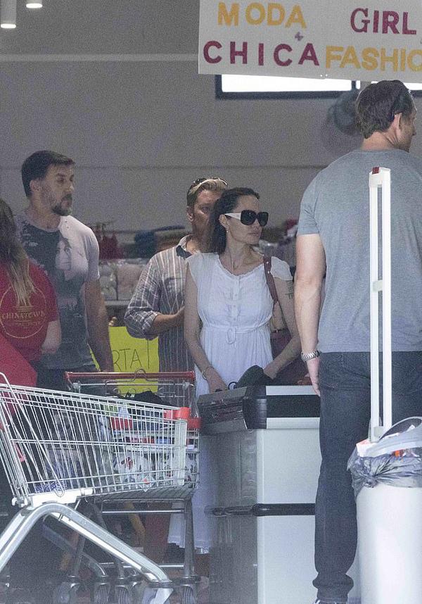 Sau khi kết thúc chiến dịch quảng bá bộ phim Maleficent 2, Jolie nhanh chóng bắt tay vào dự án mới. Nữ diễn viên bỏ ra rất nhiều tâm sức cho vai diễn nữ siêu anh hùng thế hệ mới mang tên Thena trong bộ phim này.