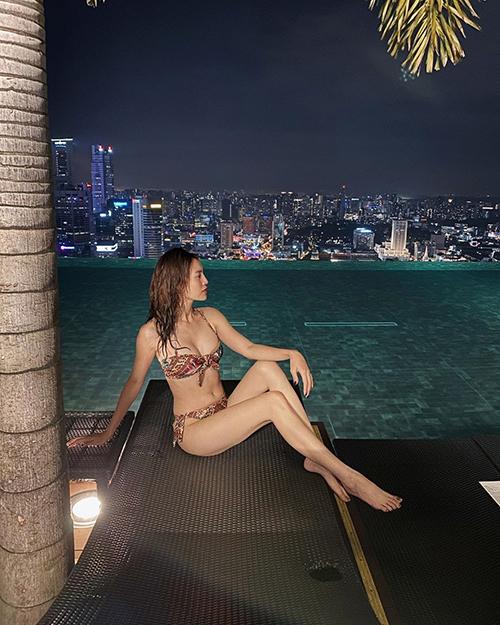 Ninh Dương Lan Ngọc hiếm hoi đăng ảnh diện bikini và than hơi mập rồi.