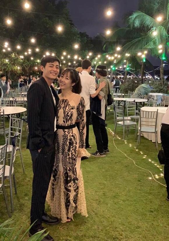 Diễn viên Quốc Huy và vợ.