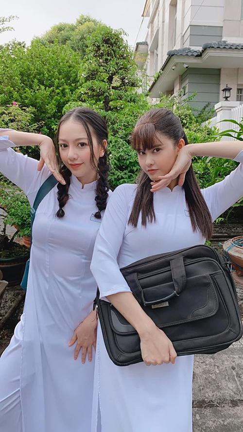 Ca sĩ Trương Quỳnh Anh và Băng Di cưa sừng làm nghé hóa nữ sinh trong phim mới.
