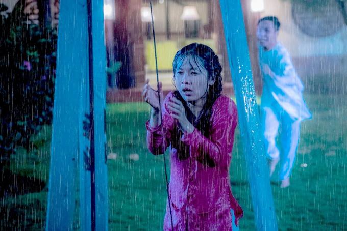 Oanh Kiều run rẩy khi đóng cảnh dầm mưa và bị sét đánh.