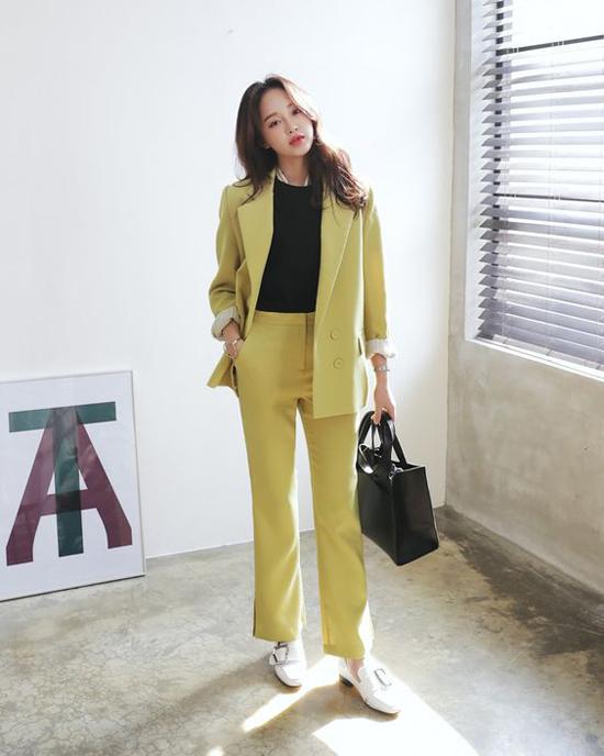Các kiểu suit mới dễ sử dụng khi đi làm và giúp phái đẹp sang chảnh khi xuống phố cafe vào những ngày se lạnh.