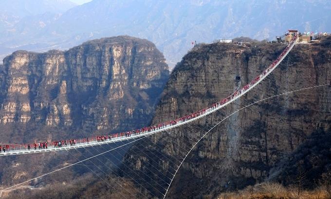 Trung Quốc lặng lẽ đóng cửa 32 cầu kính