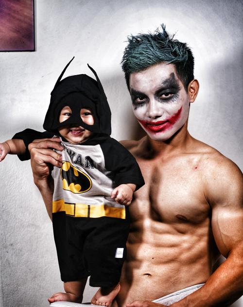 Dịp Halloween năm nay, Phước Hưng hóa trang thành các nhân vật đa dạng: Joker, Superman, Songoku, và cũng hóa trang cho Khánh Minh thành các siêu anh hùng nổi tiếng.